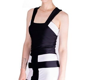 Reversible bandage stretch skirt in black and white