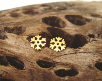 Gold Snowflake Earrings Tiny Snowflake Earrings 14k Gold Snowflake studs solid gold minimal studs  for Her Everyday earrings winter jewelry