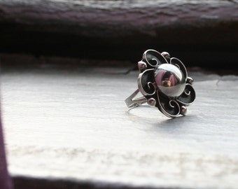 Sterling Silver Cocktail Flower Floral Ring. Black Patina and Scroll Detail. Estate Vintage Stamped 925. Pretty! Pinky or Midi Knuckle ring!