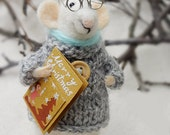 Christmas mouse , Needle Felted mouse , Christmas card , Little Mouse Reader , Christmas gift , Waldorf animal ,  Eco-Friendly , Felt mice