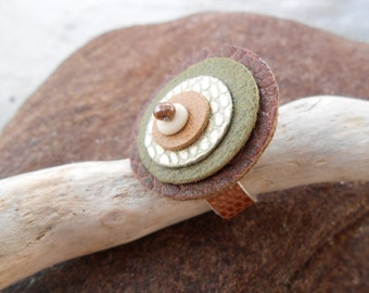 Leather Ring *pearl shimmer* with bronze Pearl and Bone disk - brown, green, gold and white shades - hand sewn boho leather jewelry
