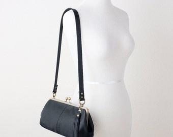 Black Leather Kiss Lock Bag, Leather Kiss Lock Purse, Leather Frame Purse, Retro Style Handbag, Leather Frame Bag, Barrel Shaped Bag