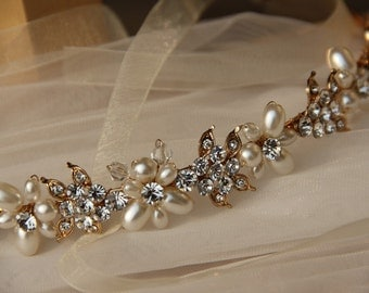 Bridal Headband, Wedding headpiece, Bridal Hair Accessory made of clear crystals and ivory pearls.