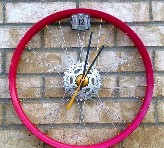 horloge murale roue v lo pi ces de v lo par whimrecyclery sur etsy. Black Bedroom Furniture Sets. Home Design Ideas