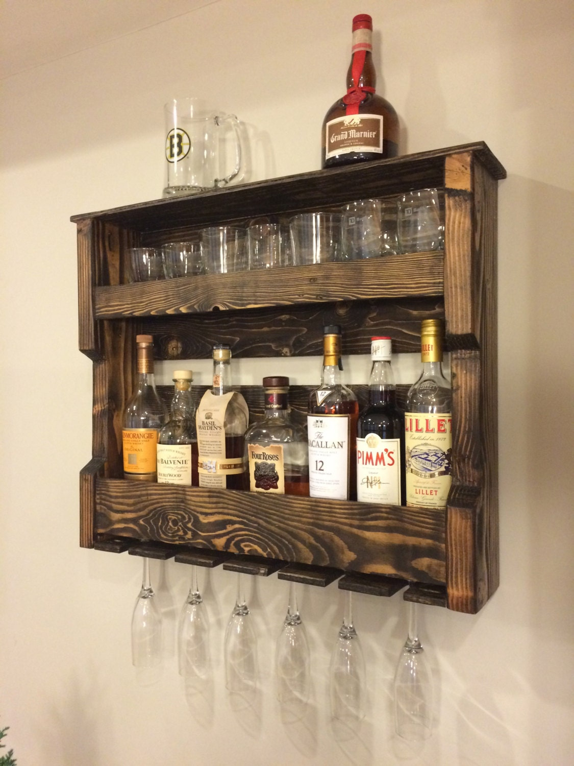 Wood wine and or liquor shelf rack pallet by for Bar de madera pequeno
