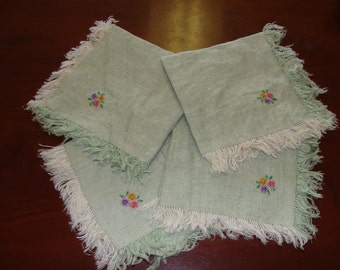 4 embroidered Napkins, Shabby Chic