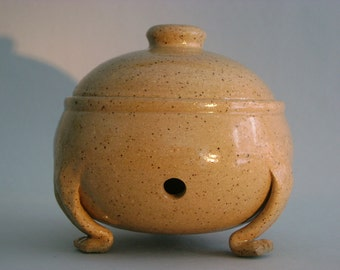 Light Stoneware Garlic Keeper With Feet