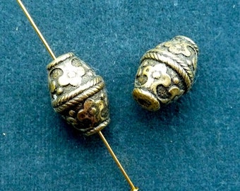 Vintage antique gold plated byzantine-inspired barrel bead, 18 x 12mm, Quantity 2 (B-18)