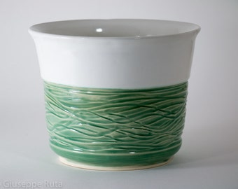 Large planter in White and Green