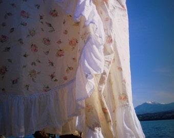 Floral Denim Skirt Size M Gypsy Gipsy  traveller, roamer, wanderer, Bohemian, rover, rambler, nomad, vagrant, Romany, vagabond