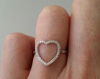 Bague argent massif 925 -bague coeur serti d'oxydes de zirconiums - coeur ciselé - plusieurs tailles disponibles - silver 925 ring