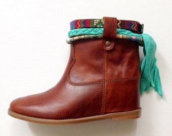Ankle boots Cluster look with hidden wedge