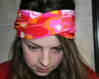 Heart Headband turban, workout headband, turban twist, head wrap, boho headband, indi fashion, turband. Pink, red, and orange hearts.