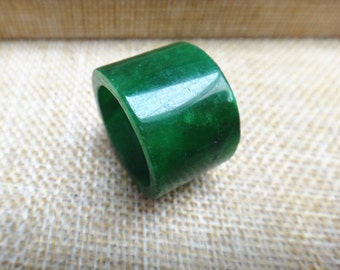 18.8mm  green jade rings  (  US Ring size: 8  7/8)