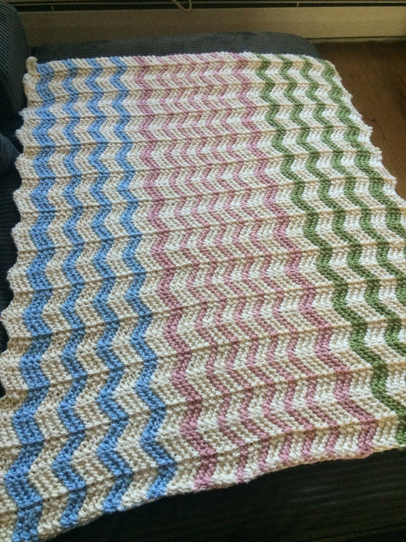 Zig Zag Knitting Pattern Baby Blanket : Zig zag stripe baby blanket knitting pattern