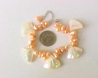 Bracelet White MOP Shell Triangles Chamapgne Twin Pearl NHMW0035