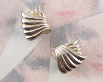 Vintage 80's Wave Clip On Earrings