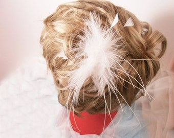 Original bridal hair clip handmade with ostrich feathers. Wedding hair accessory !