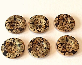 Set of 4 wooden buttons with floral design