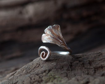 Beautiful handmade ring in shape of a ginkgo leaf - unique work in sterling silver - autumnal colour