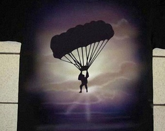 Airbrushed Paraglider T-shirt free-flying in all sizes