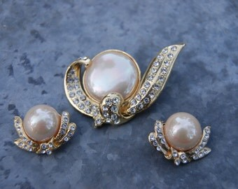 Vintage Faux Pearl and Clear Rhinestone Demi Parure of a Brooch and Earrings