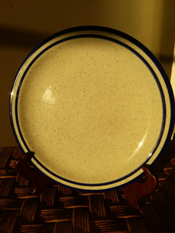 """SAVE 25% WITH CODE: SAVE25 Vintage 1970's Syracuse China King's Inn Cobalt Blue Dipped Rim Stoneware 8-1/4"""" Plate"""