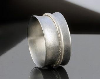 Minimalist Spinning Ring Ruffles