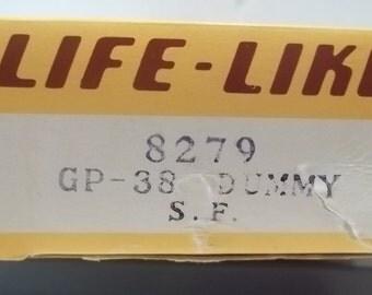 Life Like, GP-38 Santa Fe Dummy