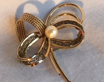 12K Gold Filled Brooch with pearl