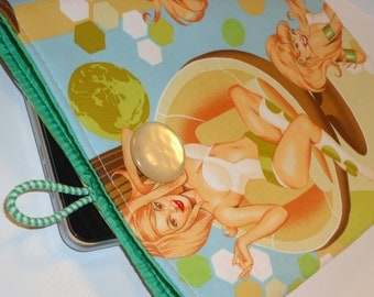 Padded Mod Atomic iPad Sleeve Case / Retro Pin-up Vixens Tablet Cover / Electronics Cozy / -- (Other Colors Available)