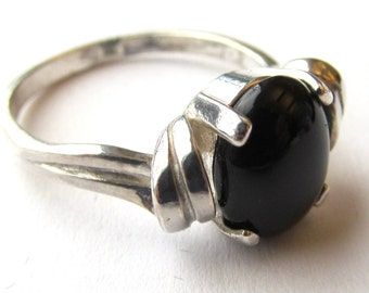 1.930 Carats 10x8mm Black Onyx Oval Cabochon Art Deco Sterling Silver Ring Size Six and One Half
