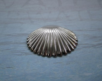 Clam Shell 3D Nautical Large Silver Tone Stamping/Charm 3-D/Pendant/Craft on Etsy x 1