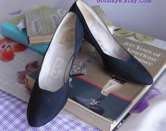 Vintage Newton ELKIN Black Fabric Pumps / Shoes size 8 .5 Eu 39 UK 6  narrow width / 1960s RHINESTONE Embedded Heels Evening Cocktail