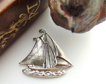 ANTIQUE SILVER Sailboat Boat Stampings ~ Jewelry Findings (FB-6075)