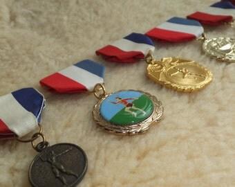 Vintage Medal Baton Twirling Award Military Medal Red Blue White Blue Brooch Dangling Brooch Vintage Sports Award Medal Supplies Sports Pin