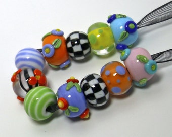 Very Mary Flowers & Checks Bead Set ~handmade glass Bead Lampwork  by Lezlie/cankeep