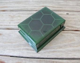 Green Lacquer Storage Box