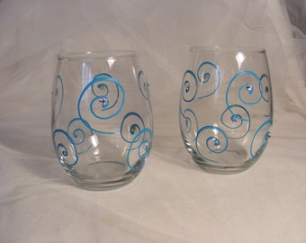 painted wine glasses stemless with turquoise aqua blue swirls and Swarovski crystals perfect for an elegant summer beach wedding