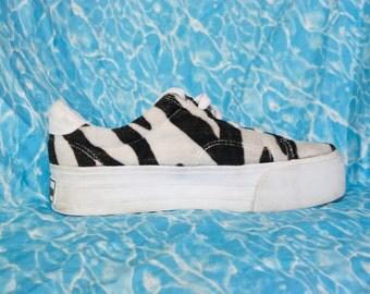 90s Zebra Platform Sneakers / Club Kid Fuzzy Animal Print Scary Spice Athletic Flatform Shoes Trainers / Size US 8.5 UK 6.5 EU 39