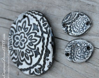 3 piece Pottery Bead Set, The Elli with 2 matching oval beads for earrings in a black and white paisley print
