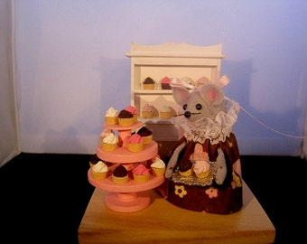 Felt Mouse Selling Cupcakes