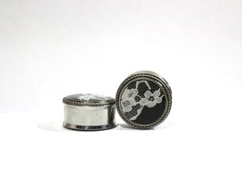 """Fancy White And Black Lace Plugs 1"""" 25mm LIMITED"""