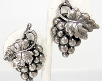 Vintage NAPIER GRAPE CLUSTER Earrings Silver Tone Grapes Designer Signed Clip On