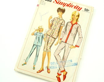 Vintage 1960s Simplicity Pattern 6593 / 60s Womens Size 12 Pajamas in Two Lengths / bust 32 waist 25 / Complete