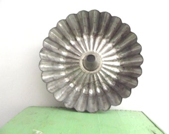 Lovely Rustic Vintage 1950s 1960s Round French Scalloped Fluted Tin Aspic Gelatin Baking Mold