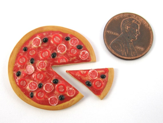 http://littletimewasters.blogspot.co.uk/2015/01/12th-scale-pizza-tutorial.html
