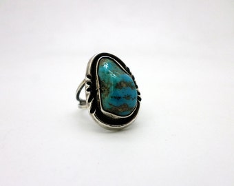 Vintage Native American Style Turquoise and Silver Ring