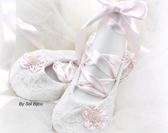 Ballet Flats, White, Blush, Pink, Lace Flats, Wedding Flats, Ballerina Slippers,White Flats,Wedding Shoes, Bridal Shoes, Flower Girl, Pearls