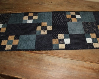Snowman squares quilted table runner